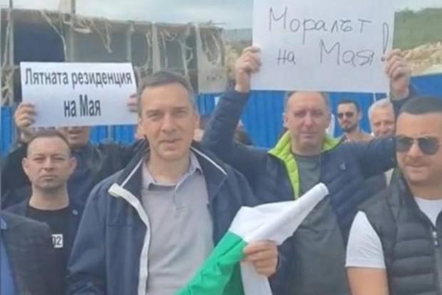 Кметът на Бургас поведе активисти на ГЕРБ срещу Манолова
